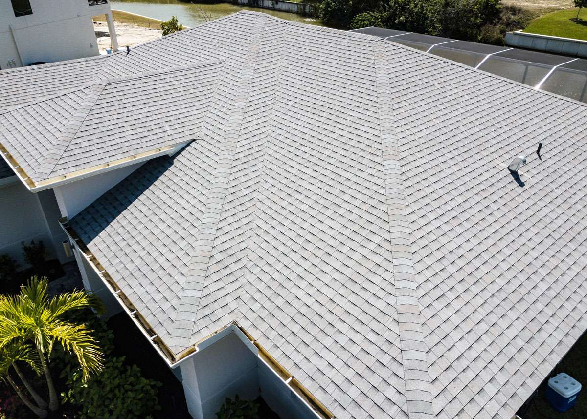Read more about the article 6 Reasons Asphalt Shingles Are the Best Roofing Material