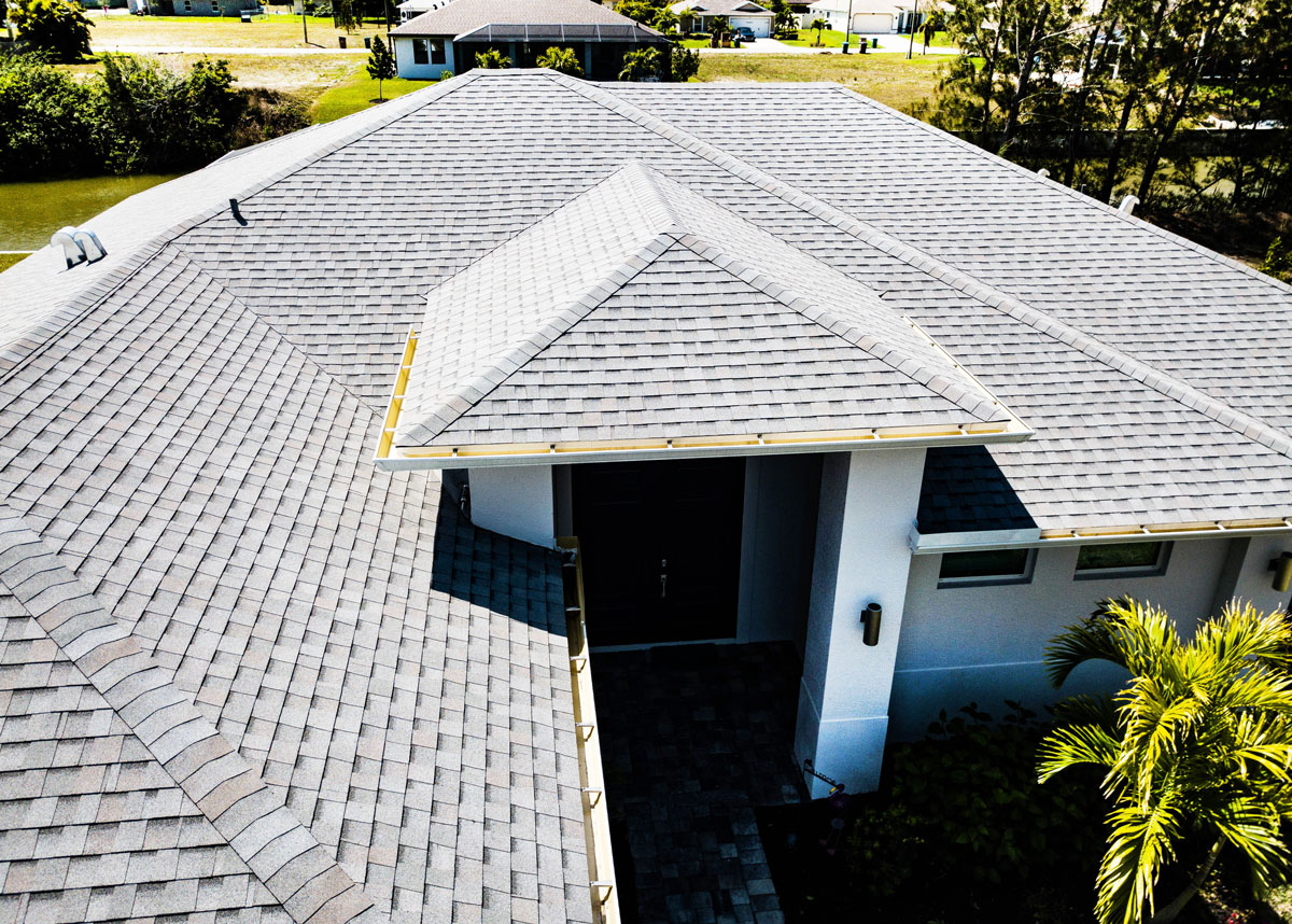 Read more about the article 5 Factors to Consider When Choosing Roofing Material