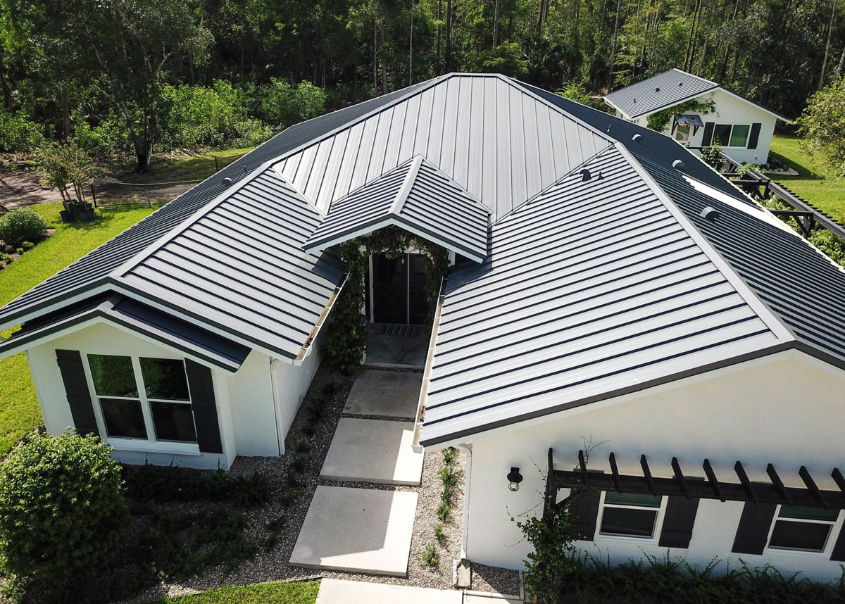 Read more about the article How to Choose the Right Roofing Contractor